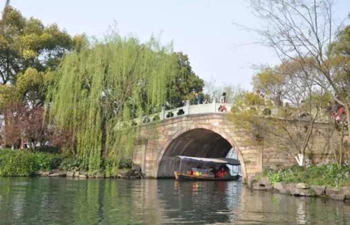 《文化苦旅》——杭州城市历史上的重要修建者