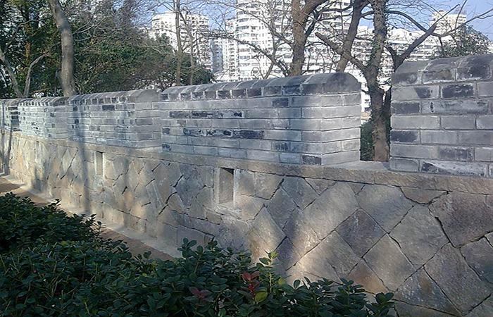 """温州华盖山一段宋代古城墙年底有望露""""真容"""""""
