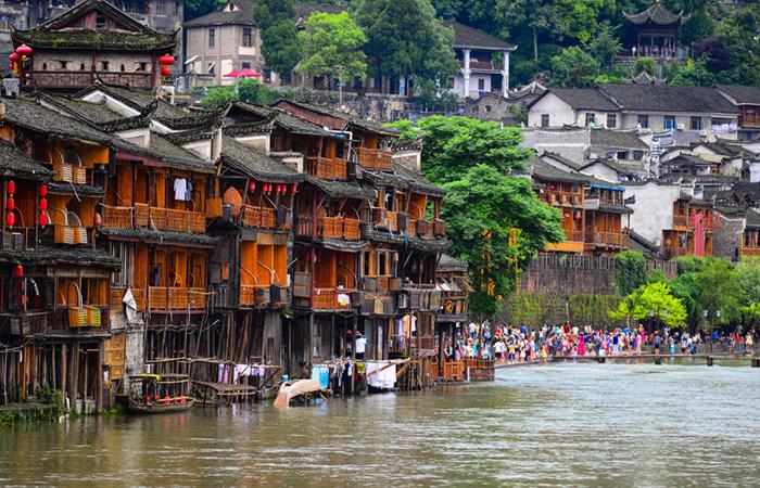 建筑文化︱中国传统民居建筑之苗族吊脚楼