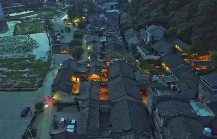 乡村旅游产业升级:民宿+美好生活聚落