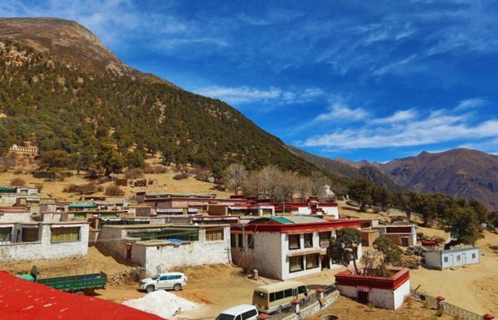 """拉薩熱振寺:西藏""""噶當派""""的第一座寺廟"""