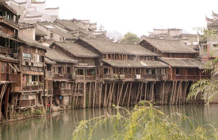 苗族传统建筑吊脚楼!