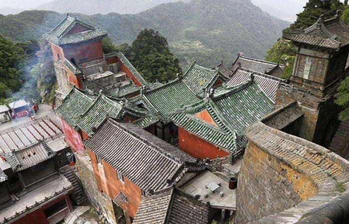 中国古建筑屋瓦艺术:屋面曲线、色彩与脊饰
