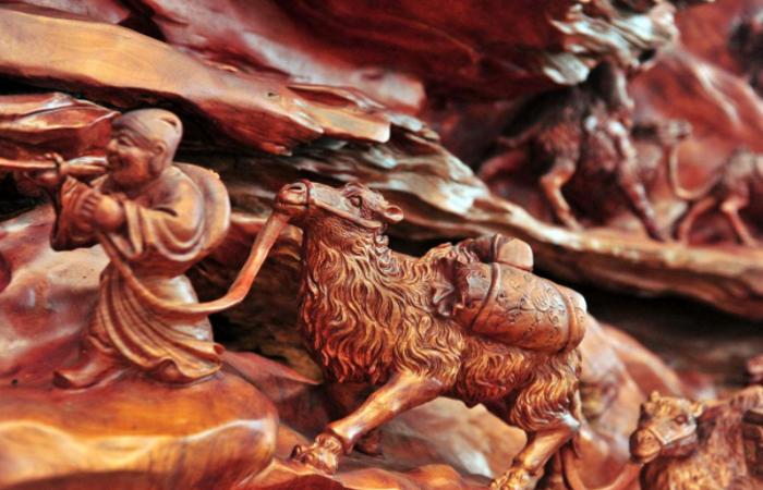 木雕工艺品储藏不当出现了裂痕应该怎么办呢?