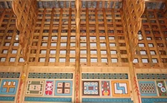彝族瓦板房建筑