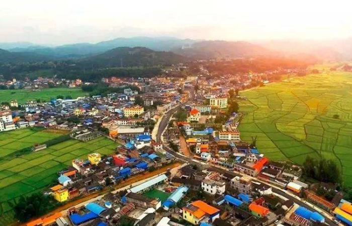農業特色互聯網小鎮建設要踐行新發展理念