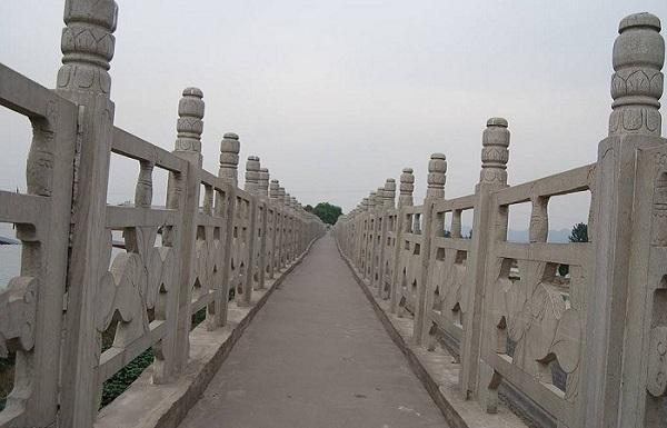 水泥仿木栏杆应用