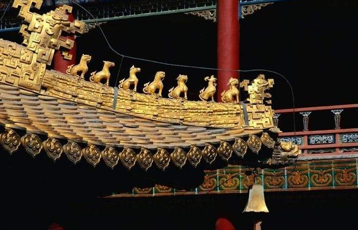 中国古建筑屋顶檐角屋脊的小兽象征意义