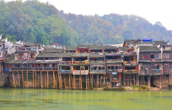 湘西吊脚楼——少数民族传统民居建筑的一大瑰宝