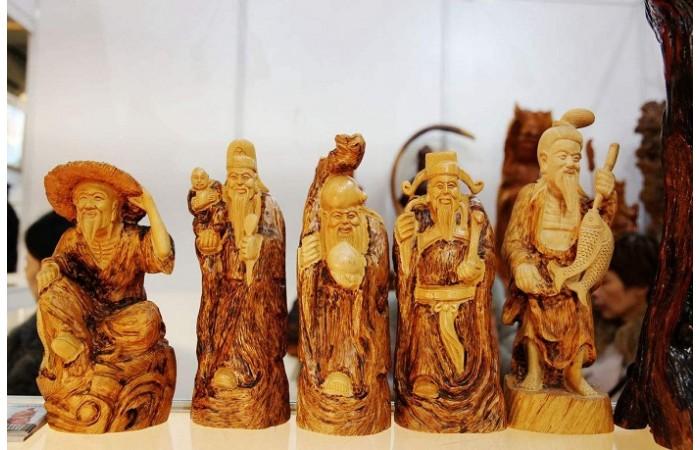 浅谈有收藏价值的木雕摆件的共同特点