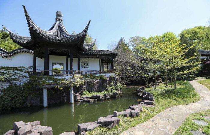 中国园林建筑艺术鉴赏:曲中寓直 曲直自如
