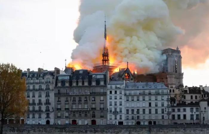 巴黎圣母院突发大火!800多年历史的古建筑被毁!