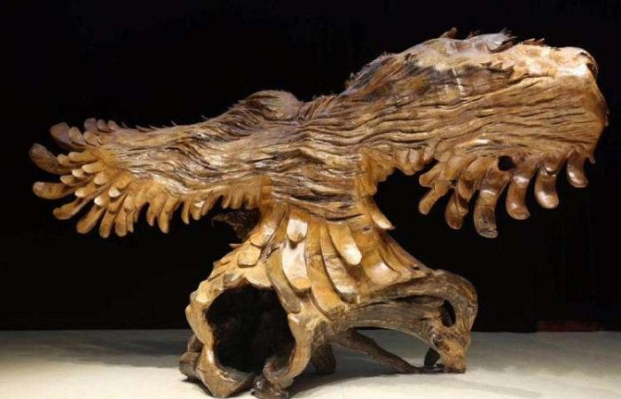 根雕艺术作品展现根艺大师对生活的感悟