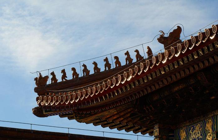 中国古建筑屋顶脊饰的历史发展与文化内涵