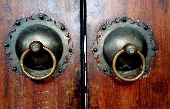 铺首:古建筑传统门饰,兽面衔环辟不祥!