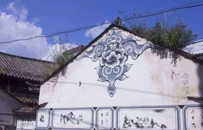 大理市白族民居彩绘——独树一帜的装饰艺术