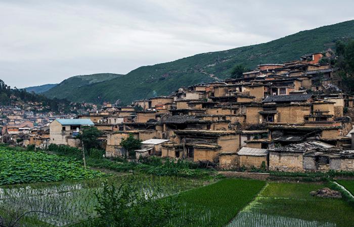 彝族传统民居建筑的特色与文化内涵