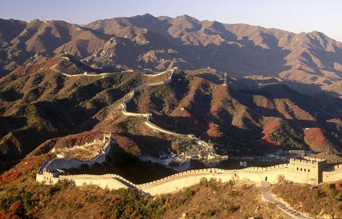 中国古建筑长城那么矮,如何抵挡外敌入侵?