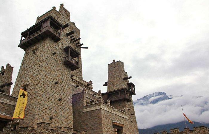 浅谈羌族碉楼的结构特点和作用