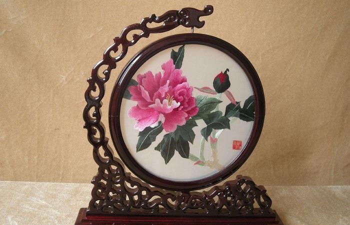 浅谈湖南湘绣的品种分类和制作工艺
