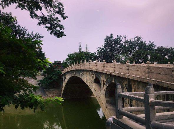 北京北海琼华岛前的石拱桥