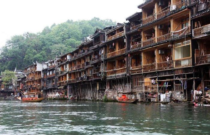 傣族竹楼和吊脚楼有哪些区别?