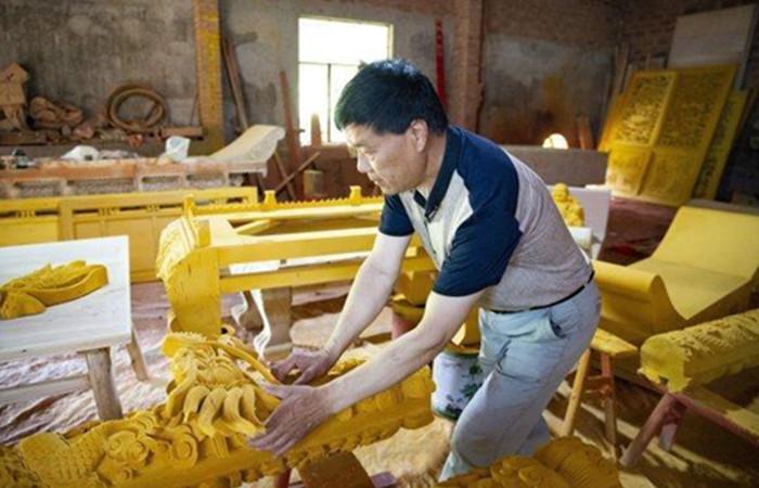 48年坚守老手艺 诸暨匠人让手工木雕更有生命力