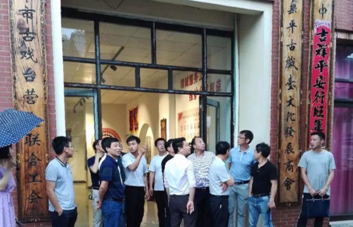 江西省中学校长培训班成员一行参观乐平古戏台文化商会