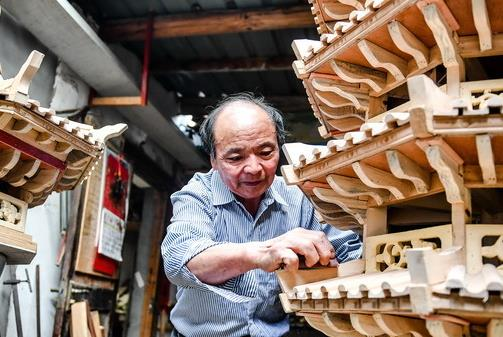 """陈锁芳:""""北漂""""22年,在故宫修了19年古建筑雕刻"""