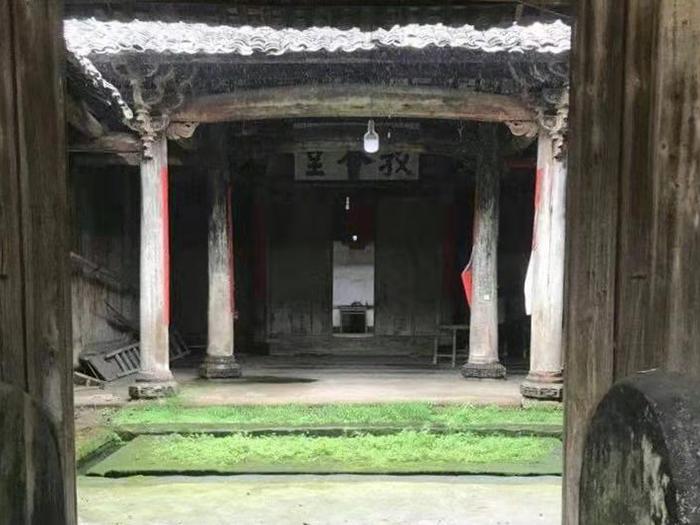 出售_江西清早期的官厅,面积近300平方米,柱子50公分左右