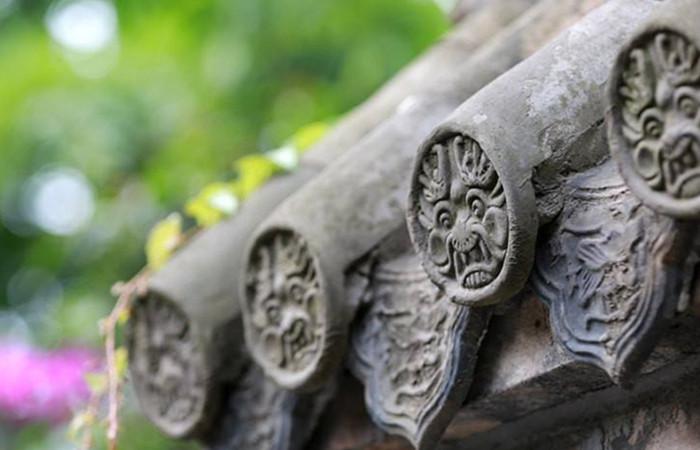 瓦当与滴水:古建筑屋檐上艺术与身份的象征
