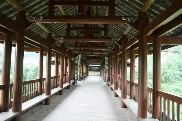 风雨桥内部梁柱结构