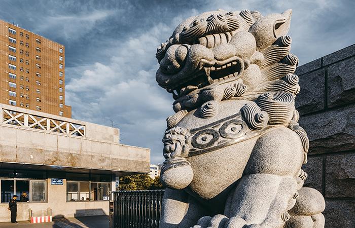 石狮子——中国传统建筑中常用的装饰物