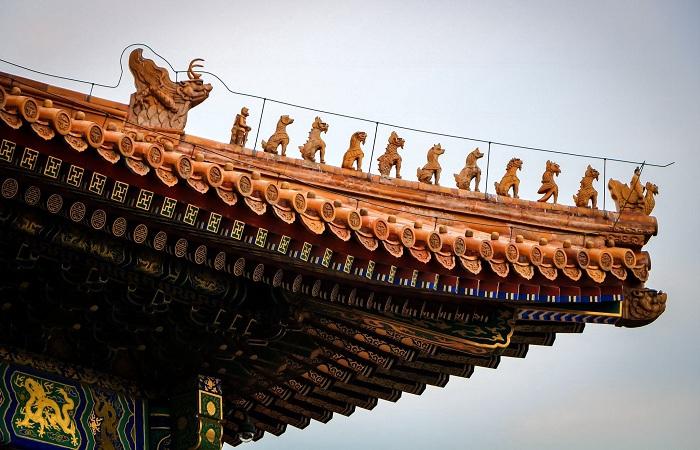 浅谈古建筑檐角屋脊兽的象征意义