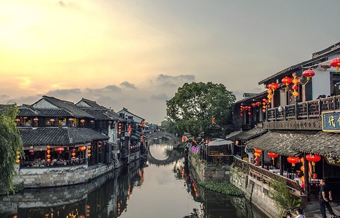 江南水乡民居有哪些特点?形成的原因?