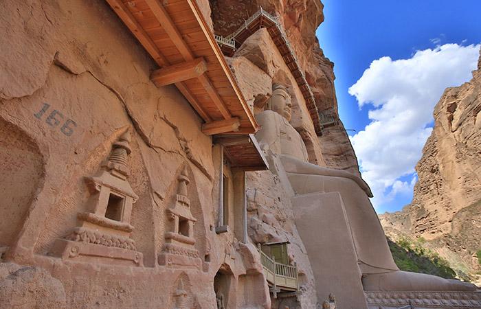 炳灵寺石窟:1600多年的历史,大漠戈壁中的佛国殿堂!