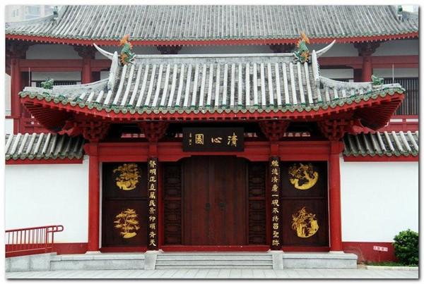 """在广东,肇庆并不是一个很有名的地方,但是在这里却有一座北宋时期遗留下来的古建筑""""瑰宝""""。它就是肇庆梅庵,它比应县木塔还要早60年。其中的大雄宝殿是岭南现存最早的木构建筑,其重要性不言而喻。"""