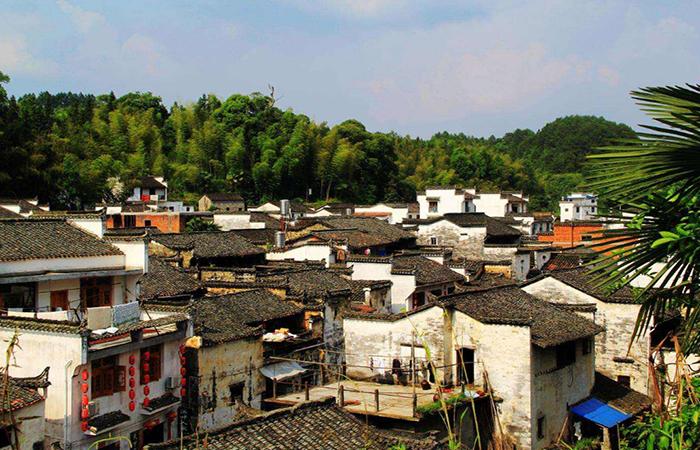 在美丽乡村建设中,如何保护传统乡村建筑?
