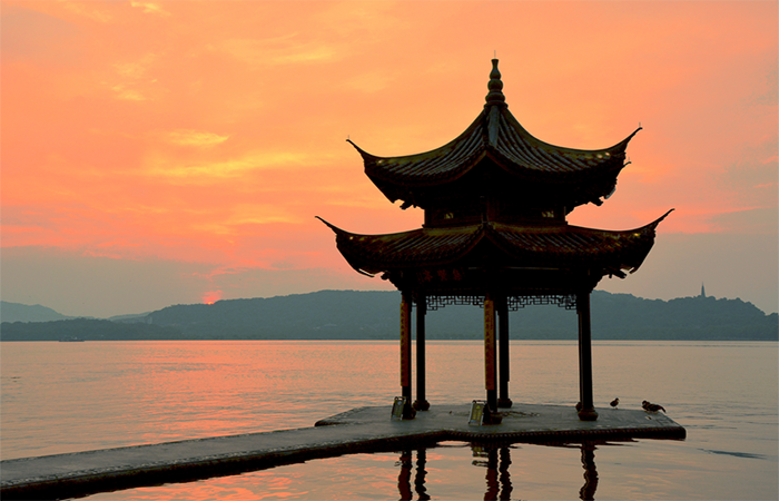 中国建筑亭子之美,杭州西湖边有哪些亭子?