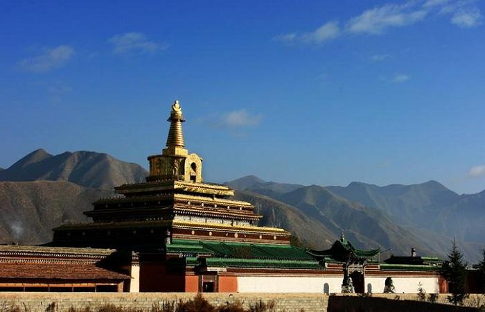 """拉卜楞寺被世界誉为""""世界藏学府"""""""