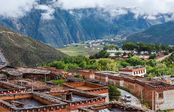 藏式民居建筑风格与建筑装饰艺术