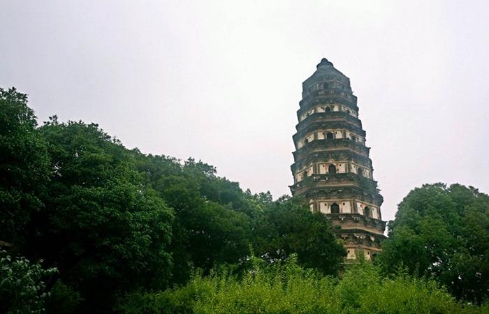 苏州虎丘塔——驰名中外的宋代古塔