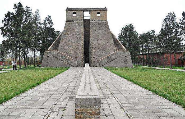 登封观星台——中国著名的天文科学建筑物