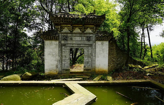 浅谈岭南园林的历史发展与造园特色