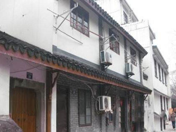 老旧房子专售,沿河独门独户,两层高小洋楼,解放前稀缺老宅院落