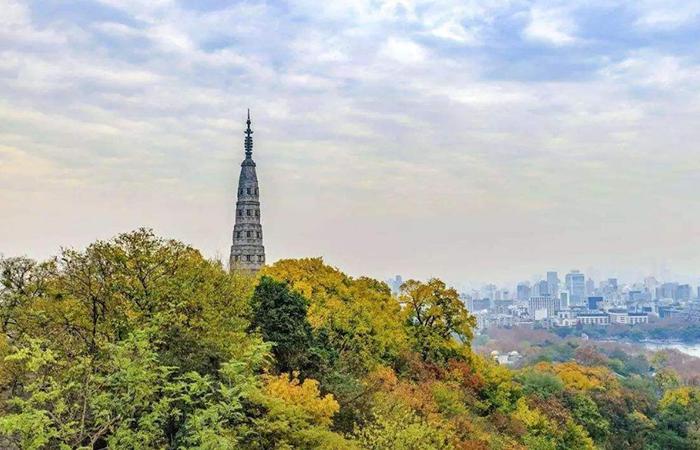 杭州旅游古建筑景点推荐--保俶塔