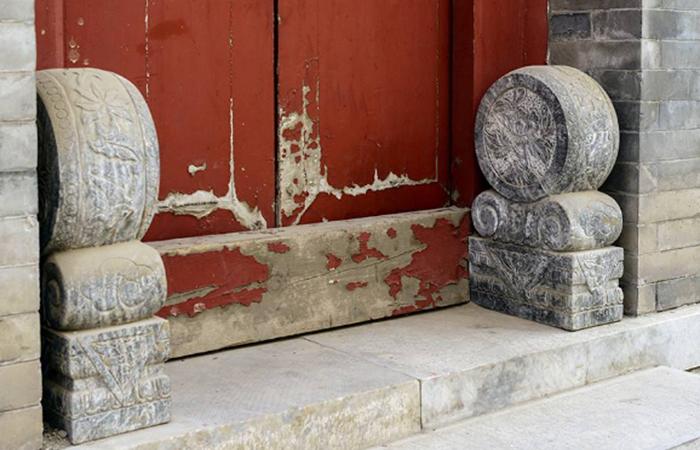 中国建筑石构件门墩的讲究与象征意义