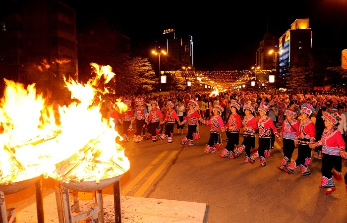 浅谈彝族的传统节日和习俗