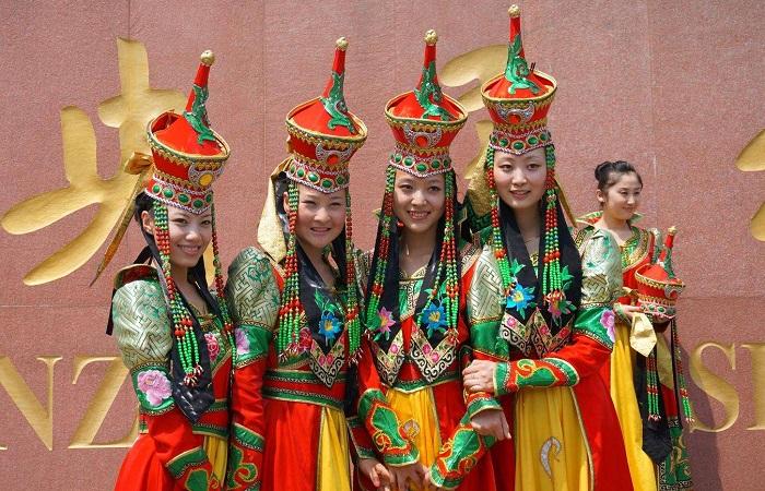 蒙古族的传统节日风俗是什么?