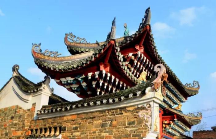 广西古建筑燕窝楼:500年的木质古牌楼